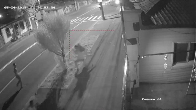Crimă filmată în Galați. Tatăl a 2 copii a fost zdrobit cu bâtele şi înjunghiat în inimă - Imaginea 4