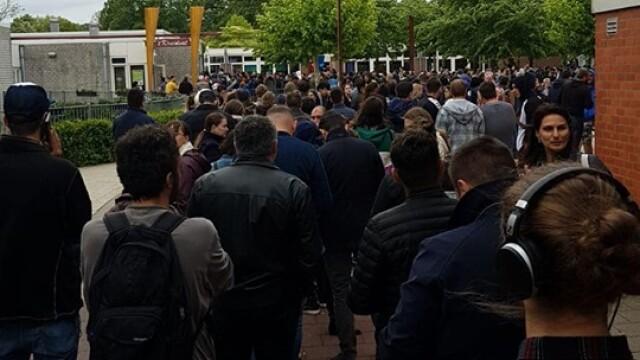 Românii au stat și 8 ore la coadă în Diemen, Olanda