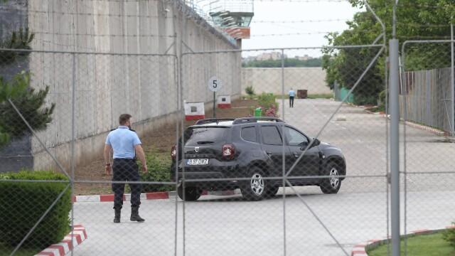 Liviu Dragnea a fost încarcerat la Penitenciarul Rahova. Imagini din mașina poliției - Imaginea 3