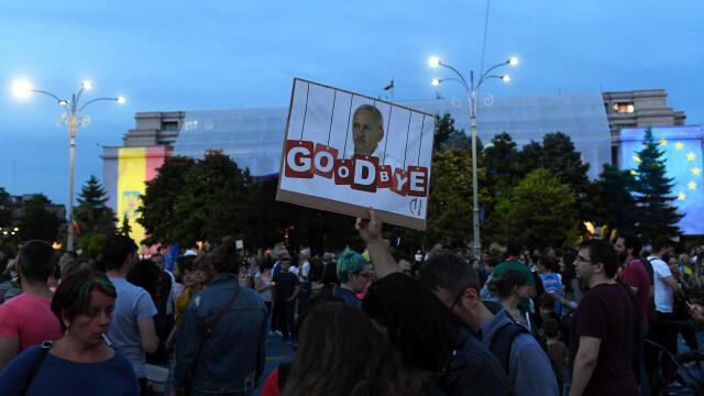 Piața Victoriei, loc de petrecere după europarlamentare și condamnarea lui Dragnea - Imaginea 3