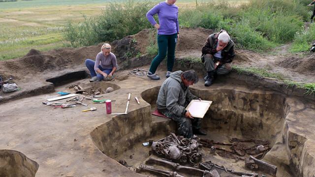 Cei mai vechi ochelari din lume, găsiţi în Rusia. Misterul mormântului unde erau ascunşi - Imaginea 2