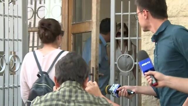 Irina Tănase l-a vizitat pe Dragnea la Penitenciarul Rahova. GALERIE FOTO - Imaginea 2