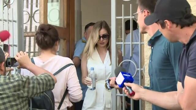 Irina Tănase l-a vizitat pe Dragnea la Penitenciarul Rahova. GALERIE FOTO - Imaginea 1