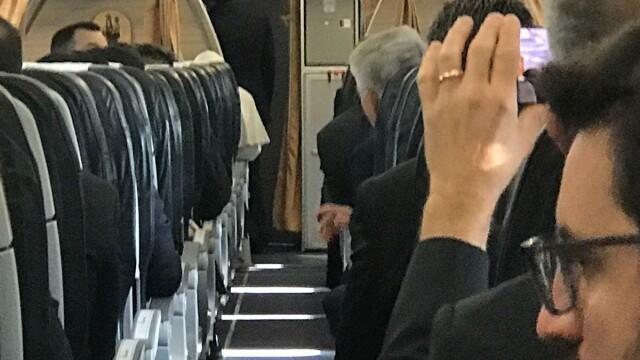 Primele imagini din avionul cu care Papa Francisc a venit în România - Imaginea 5