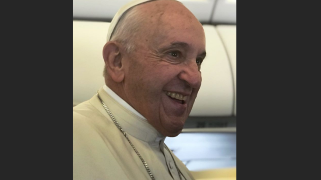 Primele imagini din avionul cu care Papa Francisc a venit în România - Imaginea 8