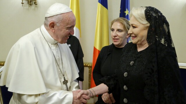 Premierul Dăncilă a avut o audienţă privată la Papa Francisc. Ce au discutat. VIDEO - Imaginea 1