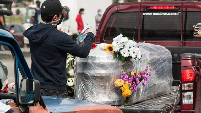 Sute de cadavre depozitate pe străzi sau pierdute în spitale și morgi într-un oraș din Ecuador. GALERIE FOTO - Imaginea 8