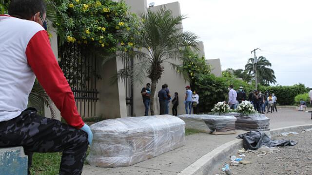 Sute de cadavre depozitate pe străzi sau pierdute în spitale și morgi într-un oraș din Ecuador. GALERIE FOTO - Imaginea 7