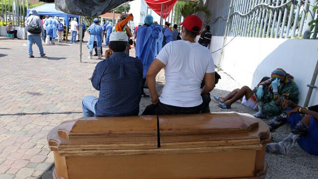 Sute de cadavre depozitate pe străzi sau pierdute în spitale și morgi într-un oraș din Ecuador. GALERIE FOTO - Imaginea 1