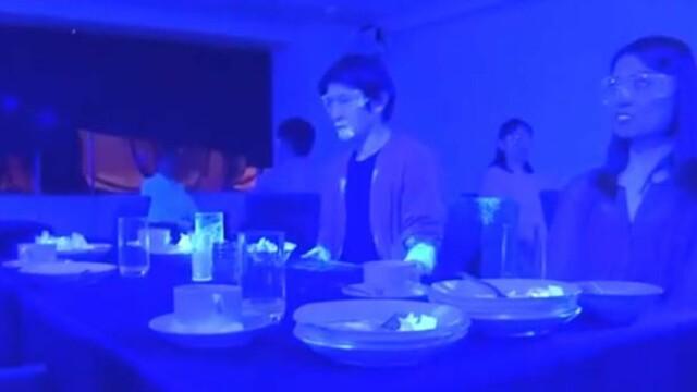 Cât de repede se răspândește coronavirusul într-un restaurant