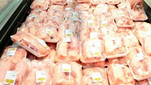 Zeci de tone de carne de pasăre contaminată cu Salmonella a ajuns în România. De unde venea