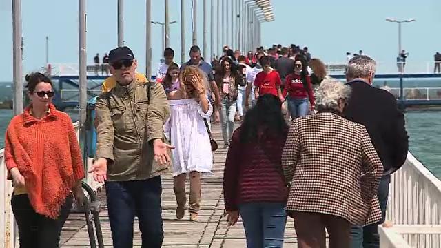 Oameni din toate colțurile țării s-au plimbat, sâmbătă, pe faleza Cazinoului din Constanța