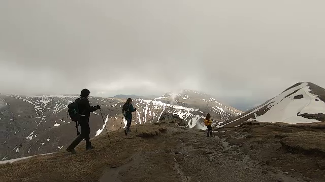 Drumeți pe munte