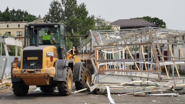 Scandal în cartierul Rahova. Primăria Sectorului 5 demolează Piața de Flori - Imaginea 1