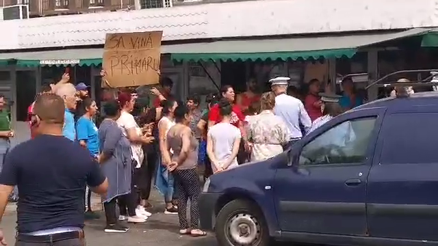 Scandal în cartierul Rahova. Primăria Sectorului 5 demolează Piața de Flori - Imaginea 4