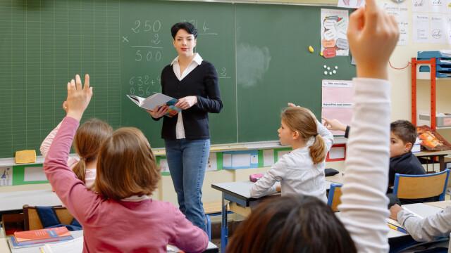 Val de infectări în Franța după deschiderea școlilor. Câți elevi s-au îmbolnăvit de Covid-19
