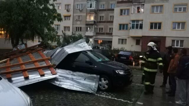 GALERIE FOTO. Furtuna a făcut ravagii în București și alte opt judeţe - Imaginea 1