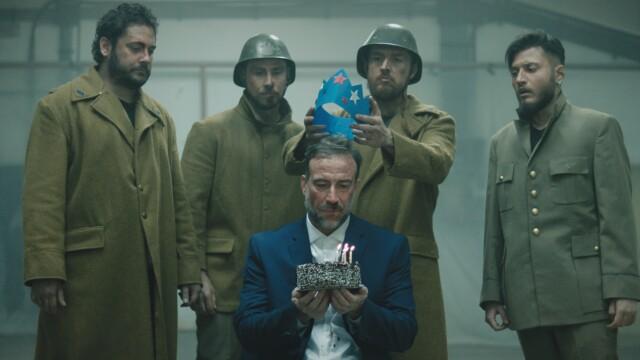 """Actorul Șerban Pavlu din """"Umbre"""" joacă în cel mai nou clip al trupei White Walls: """"Starfish Crown"""" - Imaginea 2"""
