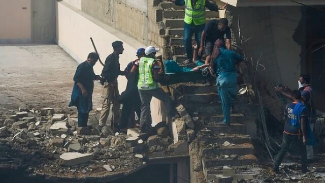 Un avion cu aproape 100 de oameni la bord s-a prăbușit într-o zonă rezidențială din Pakistan - Imaginea 4