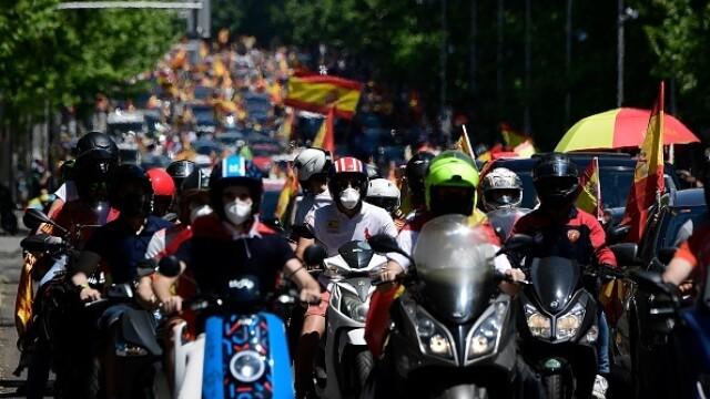Mii de spanioli au participat la un protest auto. Ce îi reproșează premierului. GALERIE FOTO - Imaginea 3