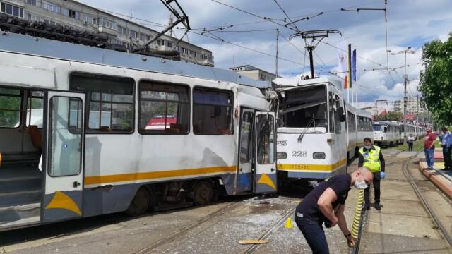 Accident grav în București. Șapte oameni sunt răniți după ce două tramvaie s-au ciocnit - Imaginea 1