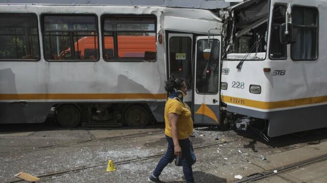 Accident grav în București. Șapte oameni sunt răniți după ce două tramvaie s-au ciocnit - Imaginea 4