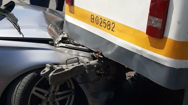 Un tramvai a deraiat și a lovit puternic un autoturism, într-o intersecție din București - Imaginea 1