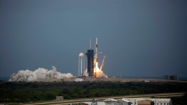 Moment istoric pentru NASA și SpaceX. Capsula Crew Dragon a fost lansată în spațiu. VIDEO - Imaginea 5