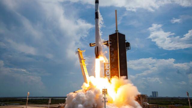 Capsula Crew Dragon a SpaceX a revenit pe Terra, după ce s-a detaşat de Staţia Spaţială Internaţională - Imaginea 2