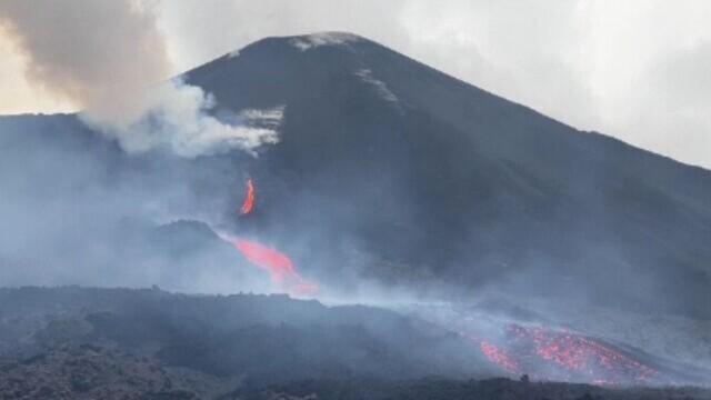 Alertă în Guatemala, după erupția unui vulcan. Șiroaiele de lavă coboară din vârf