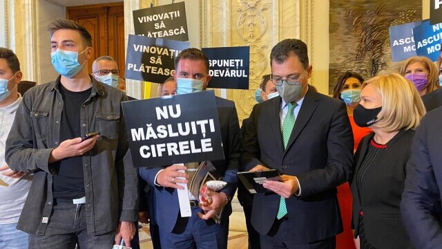 """PSD protestează în Parlament: """"Nu ascundeți morții"""" și """"Vinovații să plătească"""" - Imaginea 1"""