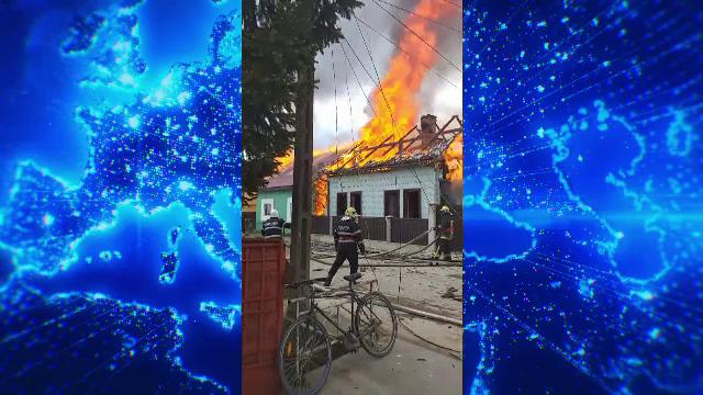 Prăpăd într-o localitate din Suceava. Un incendiu a cuprins 5 gospodării, iar 7 oameni au suferit atacuri de panică