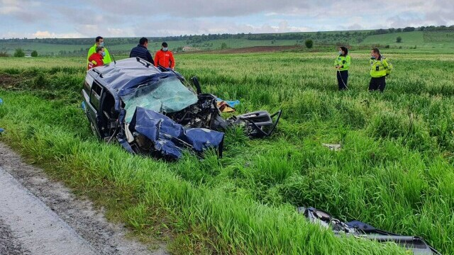 FOTO și VIDEO. Accident grav în județul Brașov, între o mașină și un TIR. Patru persoane au murit - Imaginea 5