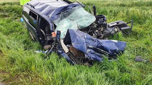 FOTO și VIDEO. Accident grav în județul Brașov, între o mașină și un TIR. Patru persoane au murit - Imaginea 4