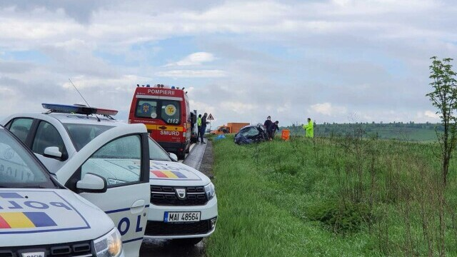 FOTO și VIDEO. Accident grav în județul Brașov, între o mașină și un TIR. Patru persoane au murit - Imaginea 1