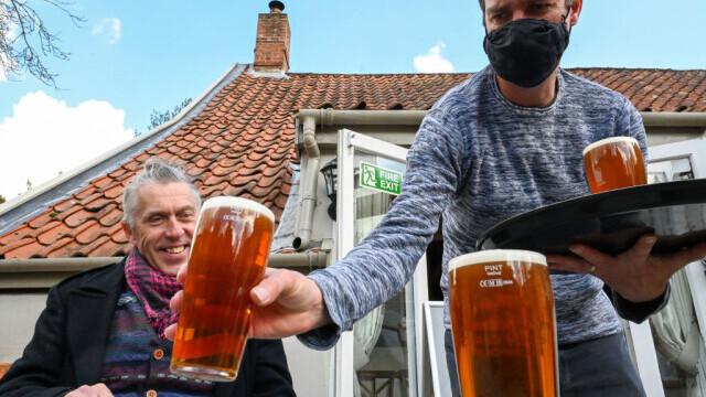 Britanicii care vor să salveze PUB-urile de la faliment ar trebui să bea 124 de halbe, fiecare