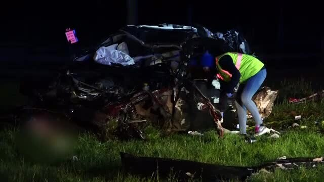 Trei bărbați au murit după ce s-au răsturnat cu o mașină de lux. Participaseră la o petrecere - Imaginea 1