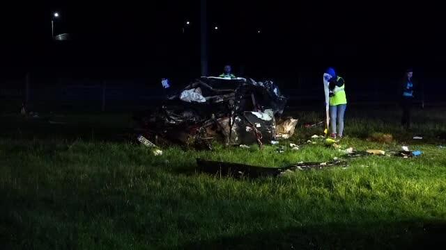 Trei bărbați au murit după ce s-au răsturnat cu o mașină de lux. Participaseră la o petrecere - Imaginea 2