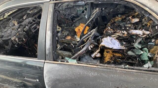 O mașină a luat foc după ce șoferul a folosit dezinfectant în timp ce fuma o țigară - Imaginea 1
