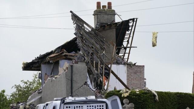 Două case au sărit în aer în UK. Un copil a murit şi patru persoane au fost rănite. FOTO - Imaginea 2