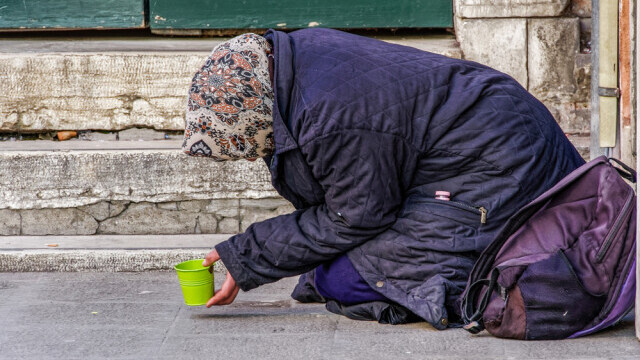 """Soluția găsită de elvețieni pentru a scăpa de cerșetorii români. Ce """"ofertă"""" le-au făcut"""