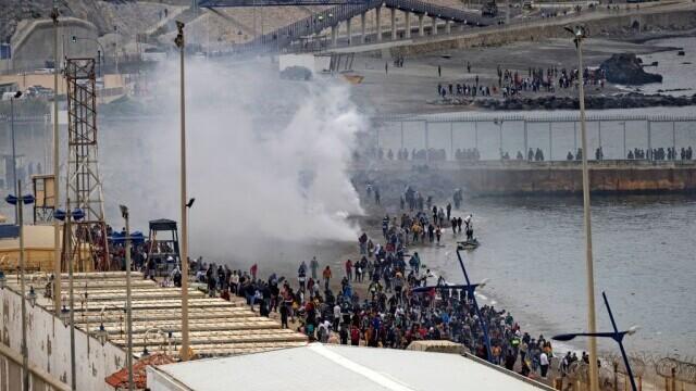 Spania a trimis armata în Ceuta. Mii de migranţi au ajuns înot în exclava spaniolă - Imaginea 5