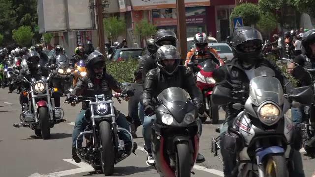 Peste 100 de motocicliști din toată țara au participat la un marș de conștientizare la Buzău