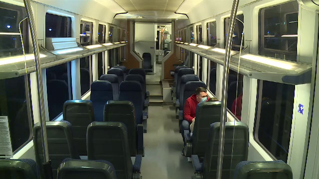 """De ce e un eșec linia ferată de 100 de mil € de la Gara de Nord la aeroport. Românii o folosesc """"din pură curiozitate"""""""