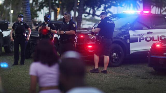 Doi morţi şi cel puţin 20 de răniţi într-un atac cu arme de foc în statul Florida