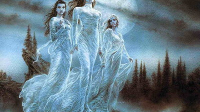 De Halloween, romanii au alungat spiritele rele cu dans si tuica