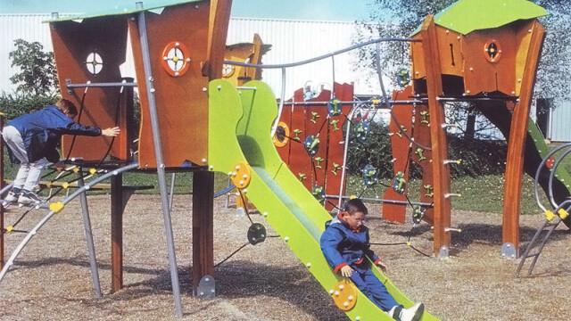 Mai multe persoane sanctionate pentru moartea copilului strivit de leagan