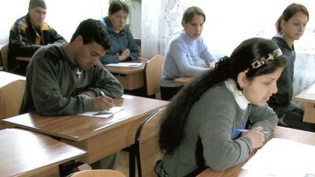 Elevi in sala de clasa