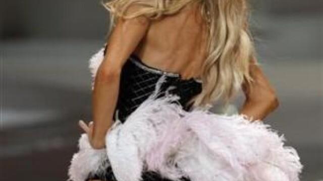 Cu picioarele subtiri ca pixul. Model Victoria's Secret socheaza publicul - Imaginea 7