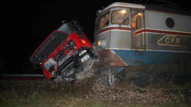 Impact violent in Bacau: basculanta lovita de o locomotiva!